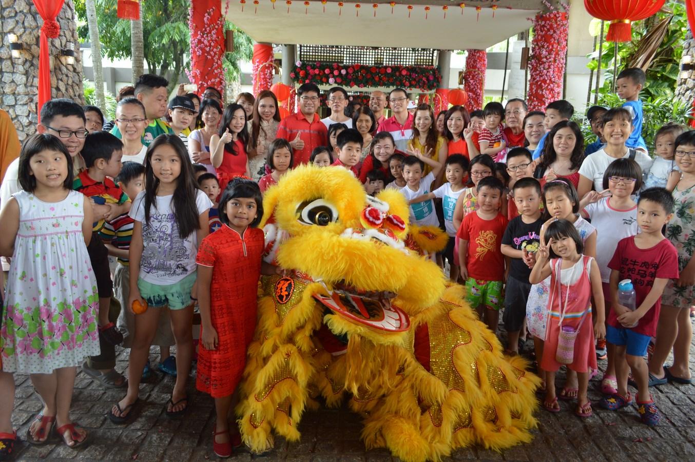 bb607157b CNY Acrobatic   Lion Dance Performance 2015 – Kota Permai Golf and ...